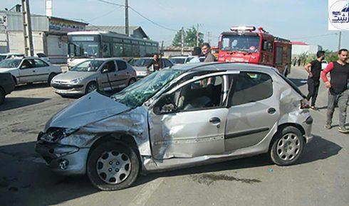 محبوس+شدن+راننده+خانم+پس+از+تصادف+با+کامیونت+در+جاده+جیرده